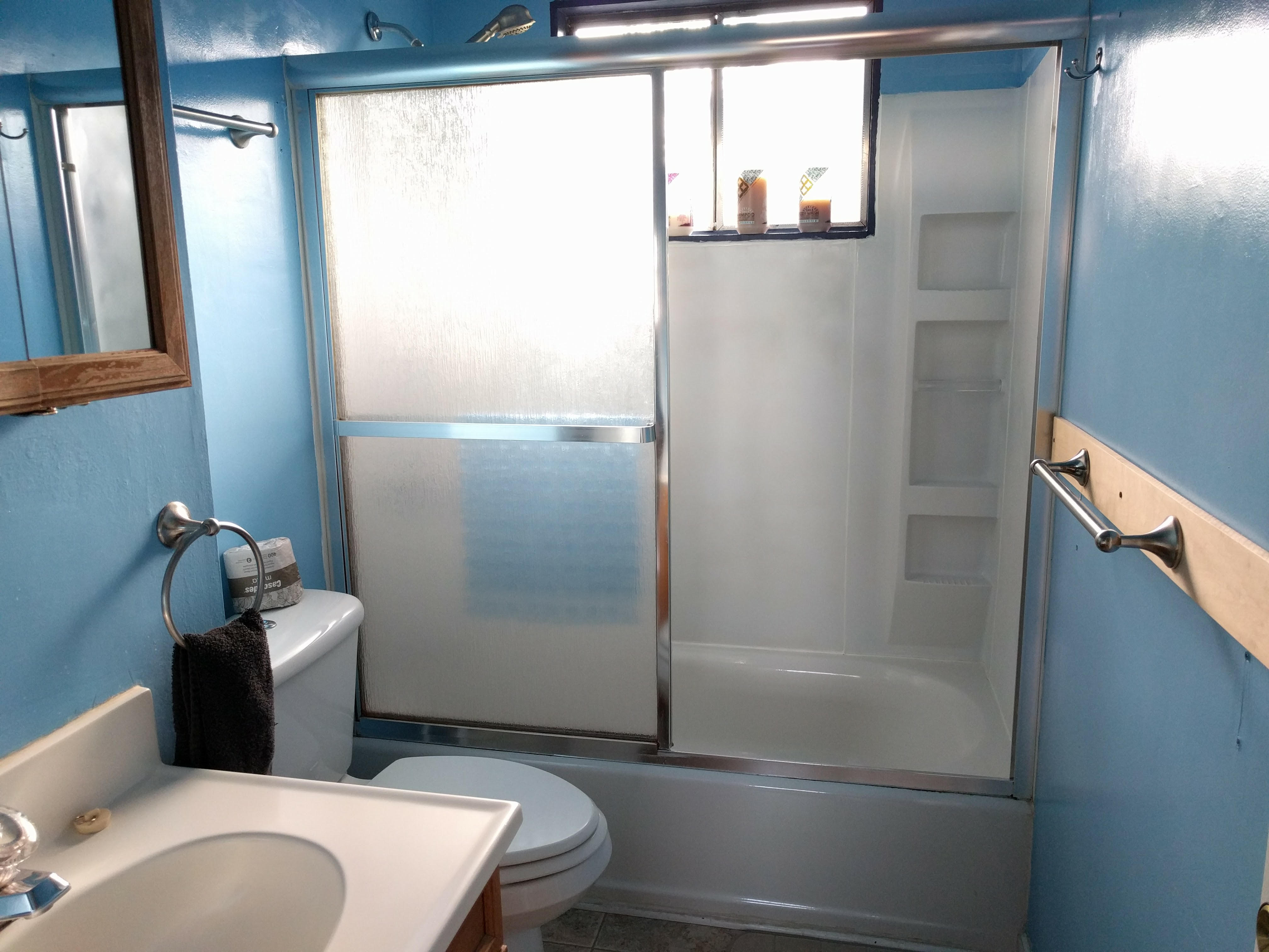 shared-bathroom-at-fairhaven-guesthouse-in-charlottesville-va